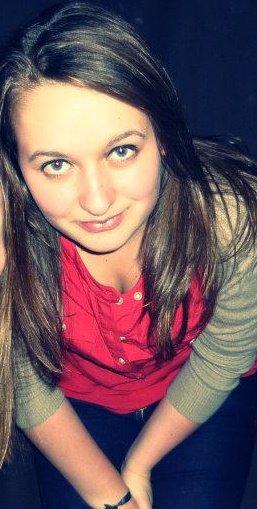 Ne vous méprenez pas, il n'y a rien de plus faux que ce sourire.