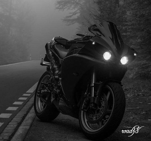 Yamaha R1......•*