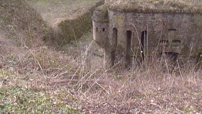 Je suis allé voir le fort des ayvelles avec mon grand -père et voici quelques  photos de ce fort qui se situe près de Charleville. J'en mettrai plus après car pour le moment je n'ai pas le temps.