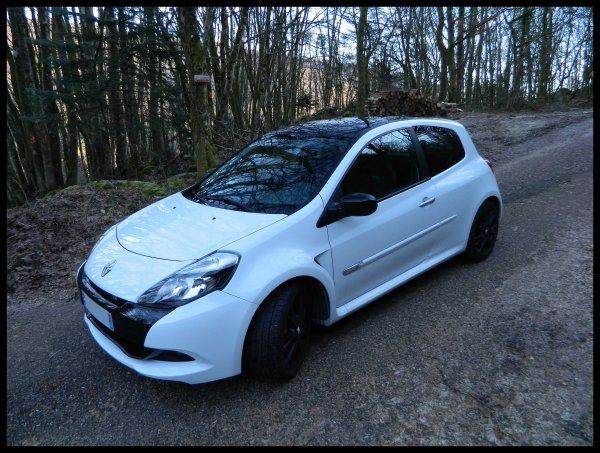 - - - > New voiture  < - - -