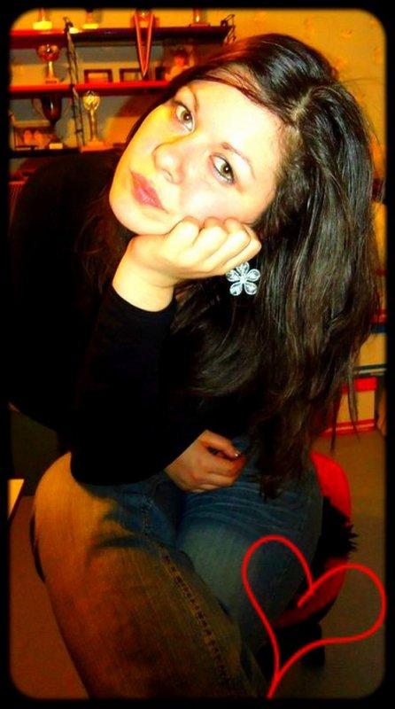 ●๋•  Mℓℓe.Sαmαnthα.!`' » Parce que j'aime ces moments à ces côtés ; ces délires qu'on se tape sur n'importe quoi.! Parce que avec elle le temps s'arrête ; on oublie tout ces problèmes.! Parce que même si tout va mal ; elle t'offrira tout l'amour dont tu as besoin.! Dans ces moments de silence ; malgré ton si beau sourire & ta bonne humeur ; je voie toute cet souffrance.! tout comme moi tu te caches .! Mais sache que je suis là ; quelque soit l'heure ; toi même tu sais que je frais tout pour tooi ; .! Parce que si tu tombes .. Je tombe.!