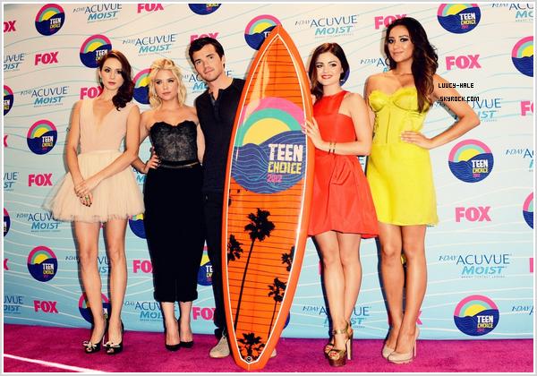 . 18/12/11 : Lucy et le cast se sont rendus aux Teen Choice Awards où ils ont remportés 5 awards!.