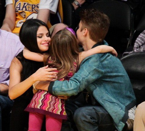Justin et Selena au match des Lakers a Los Angeles 17/04