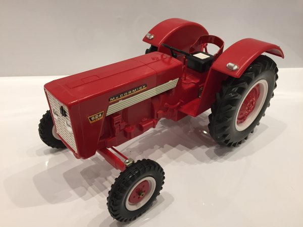 Tracteur Mc Cormick 624 promotionnel Mont Blanc