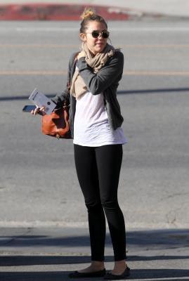 19 Mars ~ Miley, Cheyne & Jen dejeune dans Studio City