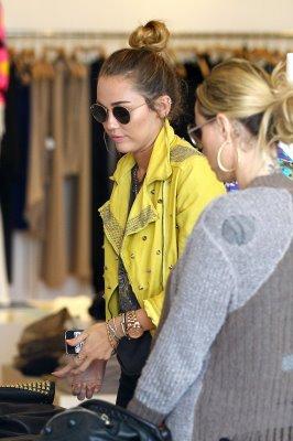 Miley et sa mere font les magazins