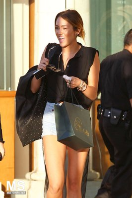 Miley fait du shopping a Calaba