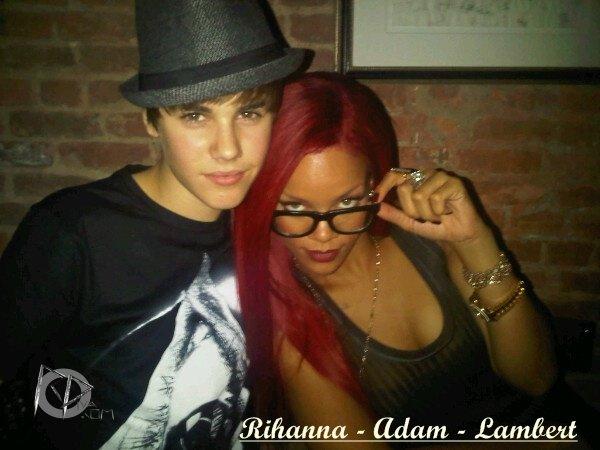 """13 Novembre ~ Rihanna se rend dîner dans un restaurant à New York   \\   Rihanna en Europe pour la promotion de """"Loud"""" ~ Novembre 2010   \\  14 Novembre ~ Rihanna de sortie dans le quartier de """"SoHo"""" à New York  \\  15 Novembre ~ Visite des studios """"Sirius XM"""" à New York    \\      15 Novembre ~ Rihanna quitte son hôtel à New York     \\\       15 Novembre ~ MTV """"The Seven au Times Square de New York    \\     Rihanna et Justin Bieber ~ 15 Novembre 2010"""