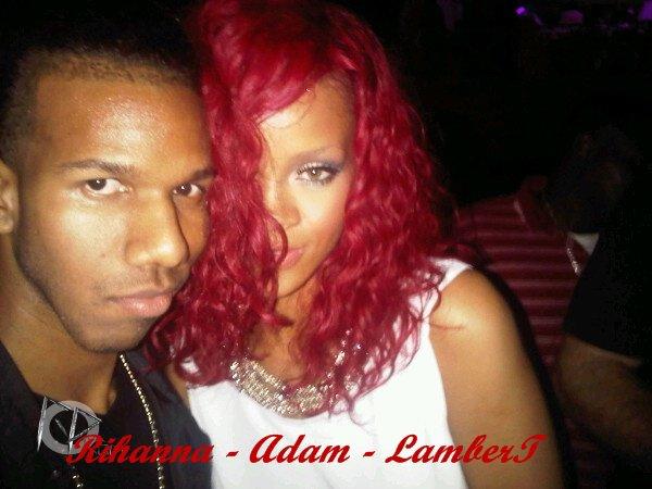"""22 Décembre ~ Rihanna arrive à l'aéroport de la Barbade         \\       22 Décembre ~ Suburban: The House Party à La Barbade        \\       25 Décembre ~ Rihanna fait du shopping à Georgetow en Barbade        \\       Rihanna lors d'une fête le soir de Noël ~ 25 Décembre 2010      \\        Rihanna au club """"Kensington Oval"""" le soir de Noël ~ 25 Décembre 2010       \\         Rihanna à la Barbade ~ Décembre 2010       \\       26 Décembre ~ Rihanna sur la plage de l'hôtel """"Sandy Lane"""" à la Barbade     \\          Année 2010 > 27 Décembre ~ Rihanna s'amuse sur une plage à la Barbade"""