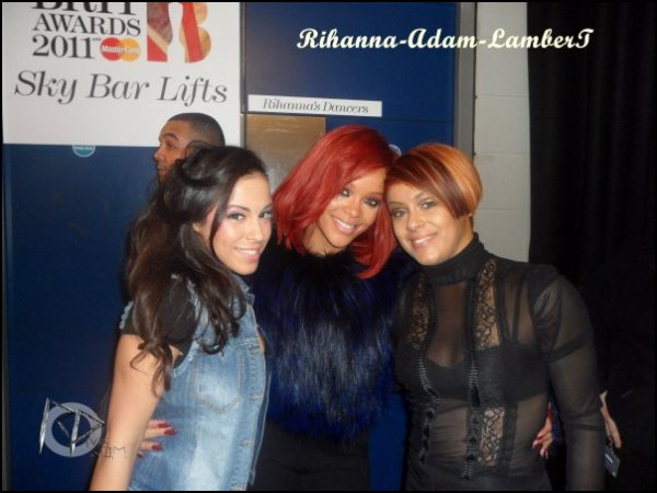 "15 Février ~ BRIT Awards: Coulisses     \      18 Février ~ Promotion du parfum ""Reb'l Fleur"" au magasin ""Macy's Lakewood"" de Los Angeles      \\        19 Février ~ After-party ""Two Kings"" à Los Angeles        \\       19 Février ~ Rihanna de retour d'une séance shopping à Los Angeles      \\     Clip de Rihanna Feat Kanye West : Of The All Light"