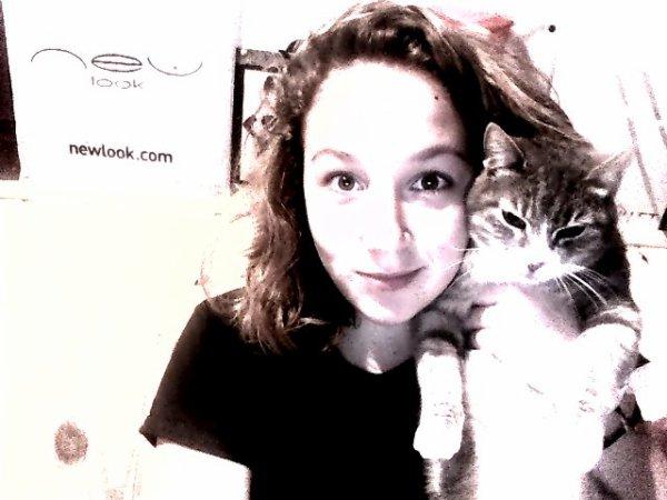 Mon chat, le plus bel ami, le plus fidèle, celui qui m'a le moins déçu ♥