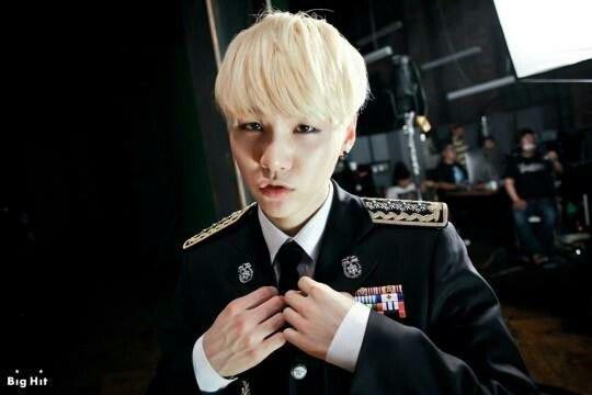 YunGi alias Suga - le militaire ( à réserver )