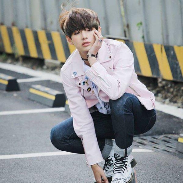 TaeHyung - L'étudiant ( réservé )