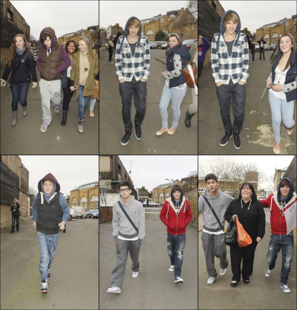 . 29/11/10 : Le groupe arrivants au studio à Londres poursuivie par des fans..