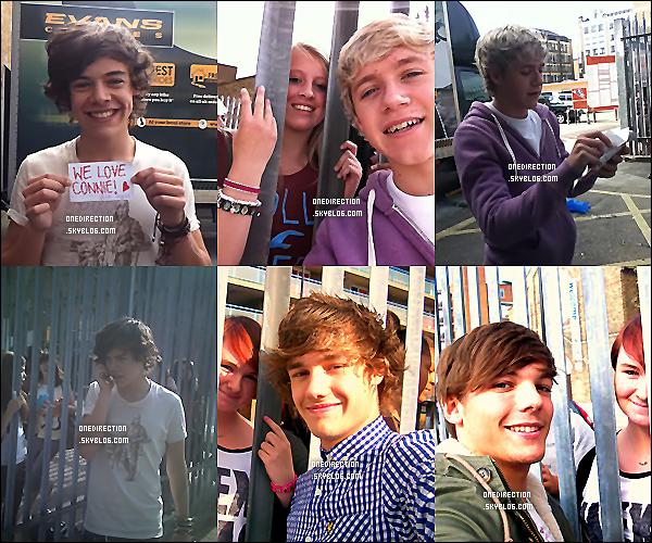 4/09/11 :  Plusieurs photos des One Direction posant avec leur fans.