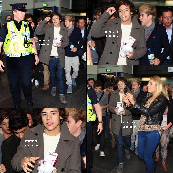Samedi 19 novembre : Harry, Niall, Liam, Louis et Zayn ont été aperçus arrivant à l'aéroport de Dublin, poursuivi par des fans.