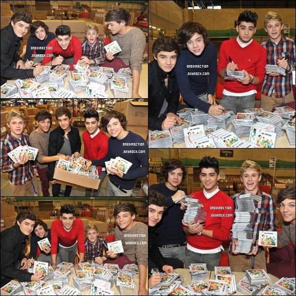 Lundi 21 novembre : A l'occasion de la sortie de Up All Night, les One Direction ont emballé et dédicacé des albums à Londres.