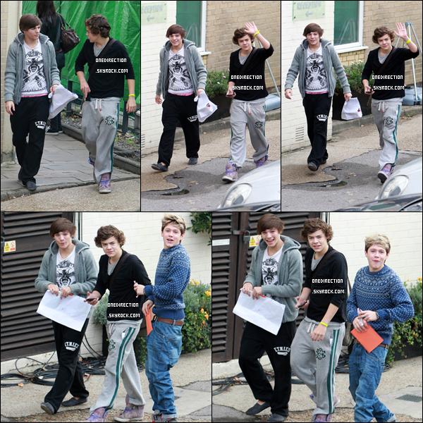 flashback - retour en arrière.         28/10/10 : Les One Direction ont été vu arrivant aux studios de X Factor pour les répétitions à Londres.