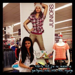 7 Avril 2012 ; Selena sortant d'un salon, LA. + Nouvelle Photo Perso / Candids + Instagram