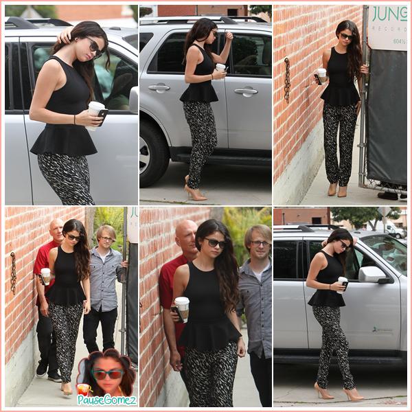 Posté le 09 mars 2013 : Candids & Photoshoots ♥