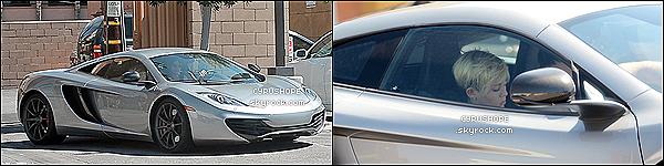 - 20/09/2012 -- Miley et Liam se baladaient dans L.A dans leur nouvelle voiture.(Un beau bébé qui coûte 200.000$) // Miley a été vu fumant durant la pause du tournage de son nouveau clip.-