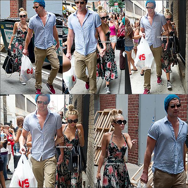 . 19/07/2012 - Miley R. Cyrus se baladait dans les rues de Philadelphie avec Liam..