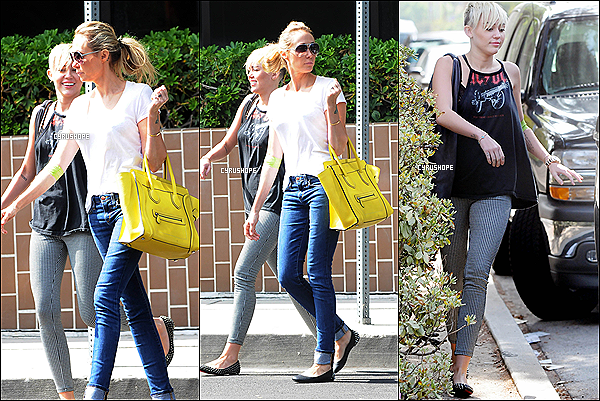 . 09/10/2012 : Miley et Tish quittaient un rendez-vous médical, dans Tarzana (CA)..