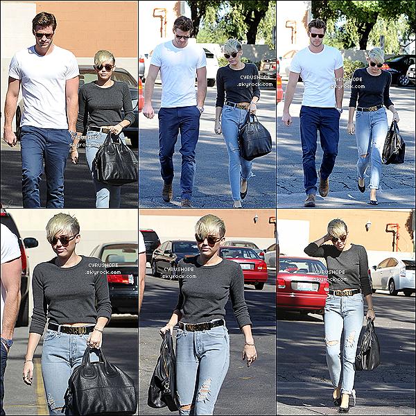 . 24/10/12 : Miley et Liam ont été s'acheter des Starbuck Cofee dans Los Angeles ! . // TOP?