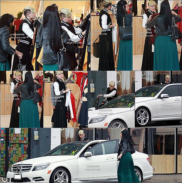 . 08/11/2012- Mile faisait du shopping avec sa maquilleuse dans West Hollywood.Découvrez également trois nouvelles photos issues du photoshoot pour son site officiel mileycyrus.com..