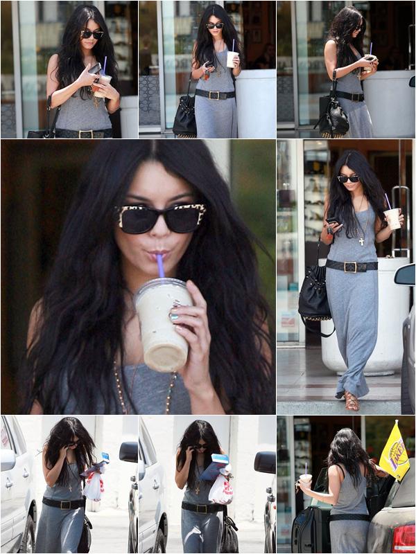 Za-Nessa-SourceMardi 22 juin:  Vanessa sortant de chez Coffee Shop.  Vous avez remarqué qu'elle prend plus le temps de se faire belle quand Zac et dans les parages ?! Ça nous laisse imaginer à quoi elle ressemblerais célibataire  %)  Za-Nessa-Source
