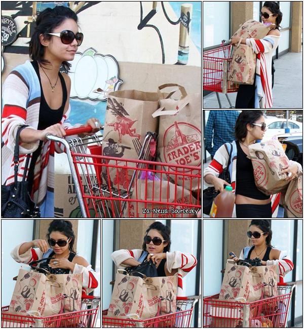 Za-Nessa-SourceMardi 27 septembre : Vanessa a fait du vélo avec Stella. Puis, elle a déjeuné avec Laura et fait ses courses.. en chaussons... rien de plus normal.