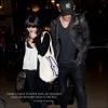 Za-Nessa-SourceDimanche 4 décembre : Veunessa et Austin, se léchant la gueule, à l'aéroport de Los Angeles.   Aaah, mais... que c'est beau l'amoooouur !    Et l'ironie.   :|