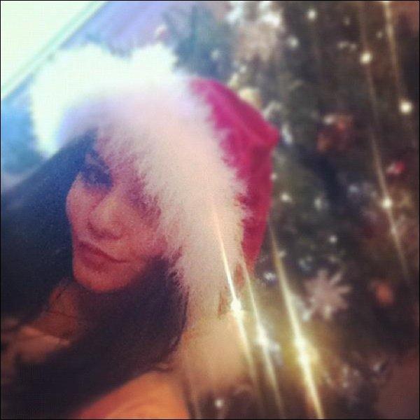 Za-Nessa-SourceNouvelles photos de Vanessa, le soir de Noël, postées sur son Facebook et Instagram.Za-Nessa-Source