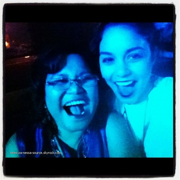 Za-Nessa-Source  17 /05 /12 : Vanessa & Blonde Stella sont allées à la gym à Los Angeles. Za-Nessa-Source
