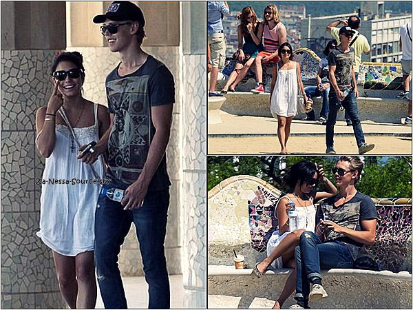 Za-Nessa-Source31 /05 /12 & 01 /06 /12 :  Vanessa et Austoutou sont désormais à Barcelone, en Espagne.Za-Nessa-Source