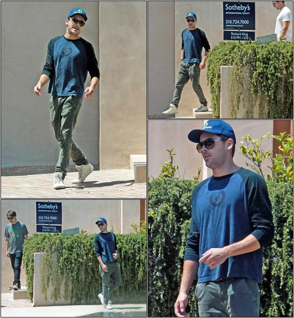 Za-Nessa-Source(19.08.12) Zac est allé déjeuner avec un de ses amis, à Los Angeles.Za-Nessa-Source