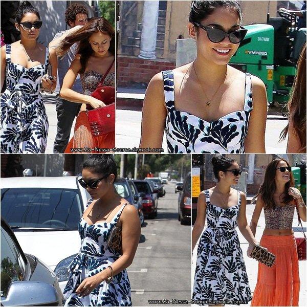 Za-Nessa-Source(21.08.12) Vanessa faisait du shopping avec une amie à Studio City Za-Nessa-Source