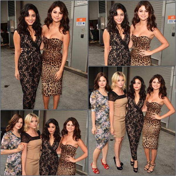 Za-Nessa-Source (07.09.12) Vanessa et Selena, indécollables et en plein photocall, pour le Festival de Toronto.