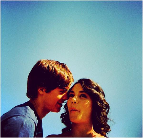 Za-Nessa-SourceLucas Grabeel a décidé que c'était le bon moment pour poster une vieille photo de Zac & Vanessa.Za-Nessa-Source