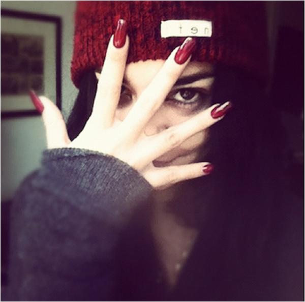 Za-Nessa-SourceDans le doute..des fois qu'on ne les ai pas vu.. Vanessa a posté des photos de ses ongles.Za-Nessa-Source