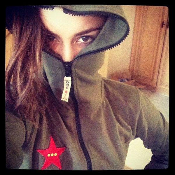 """Za-Nessa-Source""""Comment se cacher des paparazzis. Porter une onesie"""" Vanessa, via Instagram.Za-Nessa-Source"""
