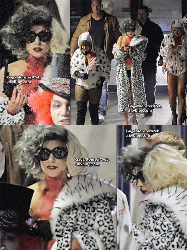 .   30 octobre 2010 :  Lady Gaga avait twitéé qu'elle allé se déguisé en Little monster pour Halloween, c'est finalement en Cruella qu'elle s'est déguisé pour participer a une soirée privéé.. .