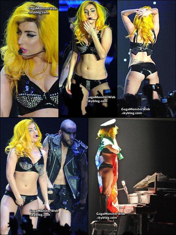 .   9 novembre 2010 :  Gaga etait en concert à Turin. .