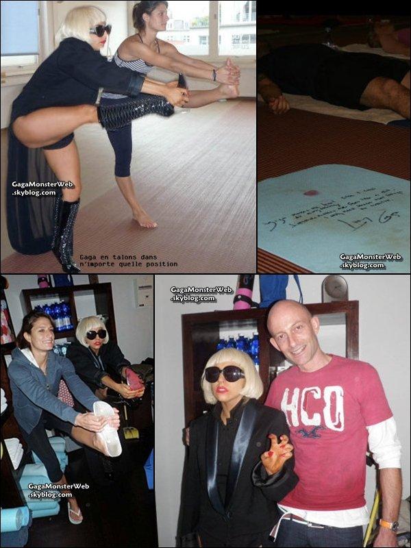 .   15 novembre 2010 :  Lady Gaga pendant son cour de Yoga..