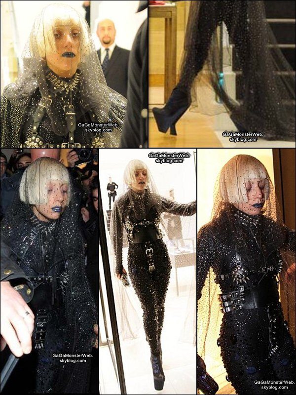 .  3 décembre 2010 :  Mother Monster a été vu, faisant du shopping en Italie, à Milan. Plus gros FLOP tu meurs !! Gaga, mais qu'est ce que tu nous a fais !! :O .
