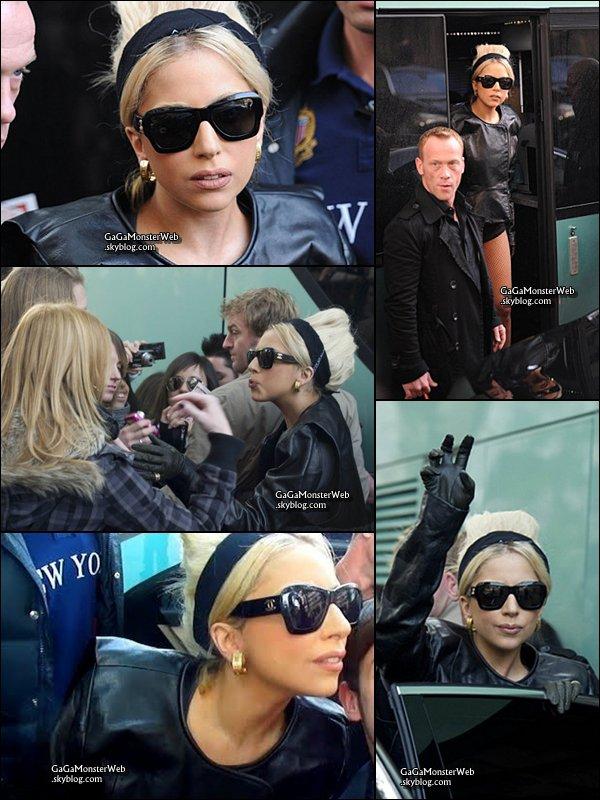 .   12 décembre 2010 :  Lady Gaga a été apercu arrivant a Madrid..