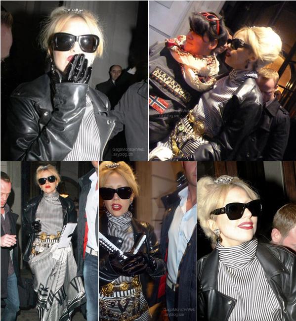 .   17 décembre 2010 :  Mother Monster aperçue sortant de son hotel Londonien. C'est très chic ! J'adore ! Et toi ? .