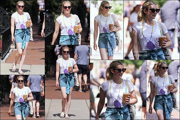 * '•-07/06/21 ─-' La ravissante Emma a été aperçue seule, lorsqu'elle quittait un café - se trouvant dans les rues de Boston. Emma a profiter de faire une petite promenade et est allée se chercher une boisson dans un café. J'aime bien sa tenue. Un Top pour moi. *