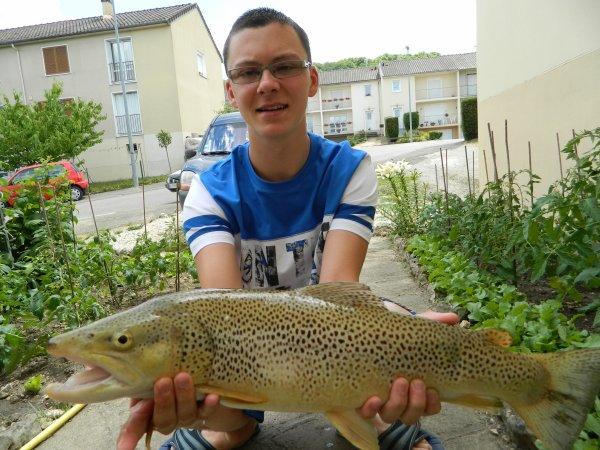 Voici une pur sauvage de 58 cm prit en rivière le 15 juin 2014 et j'égale mon record super heureux
