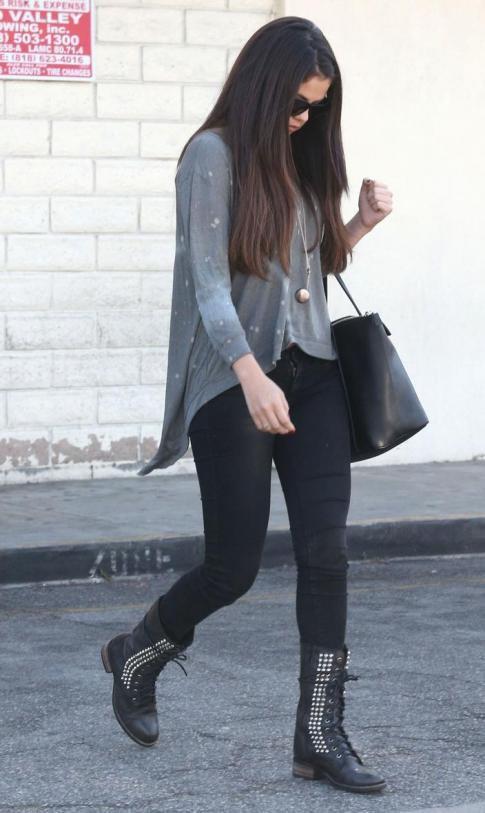 Look de Selena Gomez à la sortie d'un restaurant !